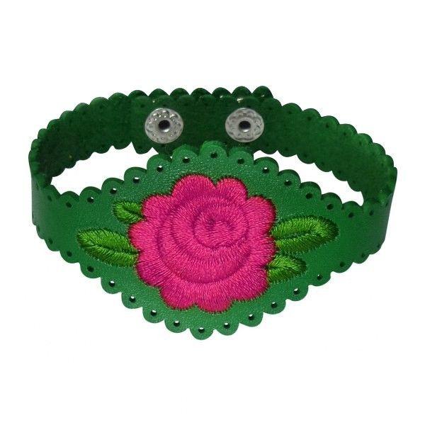 Armband van rundleer in groen met een roze geborduurde roos. Op werkdagen voor 21.00 uur besteld, de volgende dag in huis.