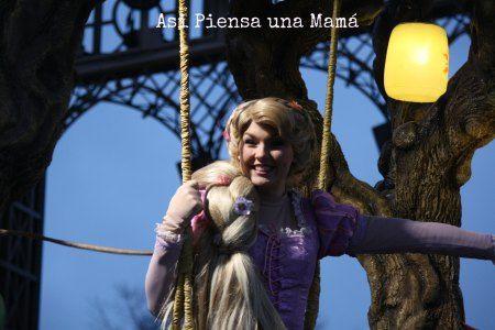 Rapunzel en el desfile. Disney Parade. Disneyland Paris en invierno. Viajes con niños. Travelling with kids