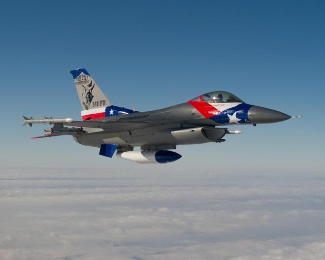 O 149º Fighter Wing no 65º aniversário da unidade, ofereceu ao carro-chefe do 182º Esquadrão de Caça uma pintura do tamanho do Texas
