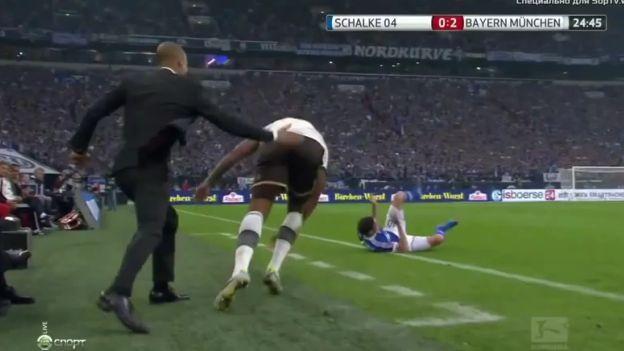 Pep Guardiola motivó a Jerome Boateng con… ¡un palmazo en las nalgas! (VIDEO). #Depor