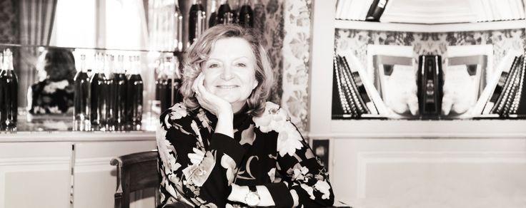 Bénédicte Hardy incarne la cinquième génération familiale. Ambassadrice de la maison, elle développe les ventes aux Etats-Unis.  http://www.hardycognac.fr/fra/pages/history/