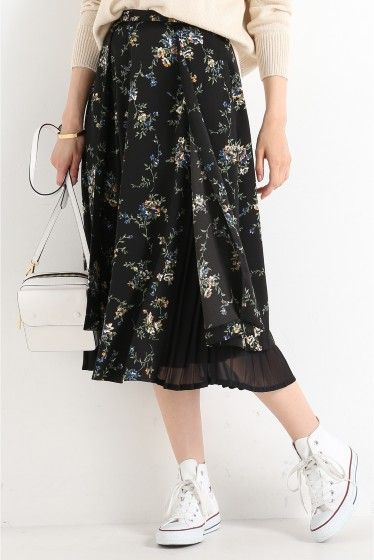 """CLANE ルームフレアー レイヤー スカート  CLANE ルームフレアー レイヤー スカート 25920 落ち着いたブラックベースの花柄スカート 内側のプリーツがサイドのスリットからちらっと見えるデザインです 夏には無地Tシャツとラフに着こなすのもお勧め CLANE(クラネ) 元エモダEMODAの松本恵奈氏が立ち上げた新ブランド オリジナルの柄やアクセントになるディティール使いなどでスタンダードアイテムを格上げしたデザインが特徴です DOUBLE/COMBINATIONがコンセプトの今回の2015年秋冬シーズンは\""""重ねる\""""や\""""巻く\""""をキーワードにしたウェアとファッション小物を展開 30代以上の女性に向けてオリジナル スタンダードがコンセプトの\""""特別な1枚\""""を提案していくブランドです モデルサイズ:身長:168cm バスト:81cm ウェスト:59cm ヒップ:88cm 着用サイズ:36"""