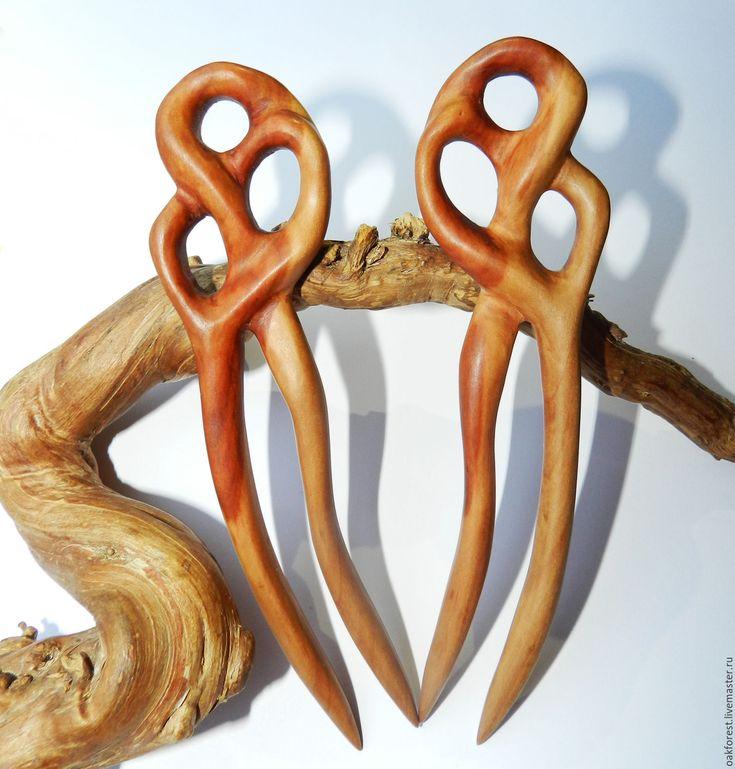 Купить или заказать Заколки для волос из дерева, 'Лианы' (груша) в интернет-магазине на Ярмарке Мастеров. Заколки для волос изготовлены из древесины дикой груши, покрыты льняным маслом. Комплект 2 штуки. Заколки надежно держат прическу без дополнительных металлических шпилек и резинок. Все заколки вырезаются и шлифуются вручную. Текстура дерева в природе никогда не повторяется, поэтому каждая заколка уникальна.