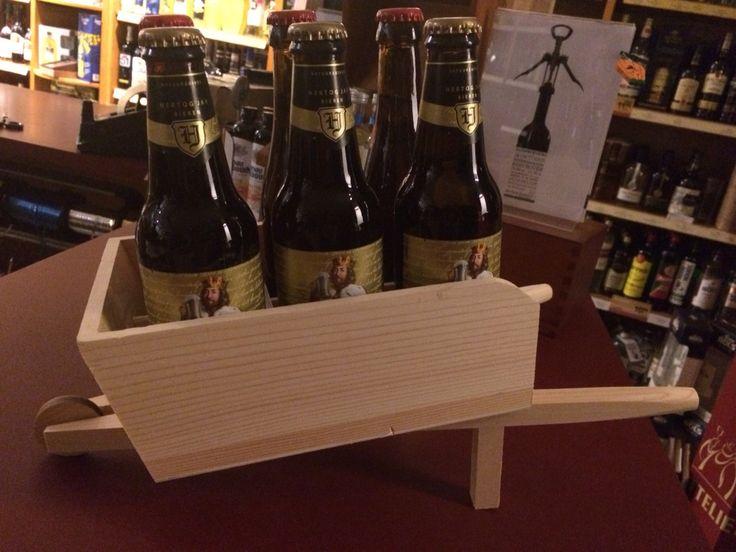 Houten kruiwagen voor 6 flesjes bier