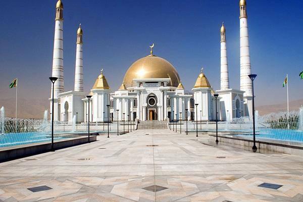 Ülkenin bulunduğu alanda Samanîler İmparatorluğu varlığını sürdürmüş. 20. yüzyılın başında Sovyet Sosyalist Cumhuriyetler Birliği kurulduktan sonra bu birliğin uzantısı olan Tacik Sovyet Sosyalist Cumhuriyeti varlığını sürdürmüştür.Ülkenin Başkenti Bişkek'tir.
