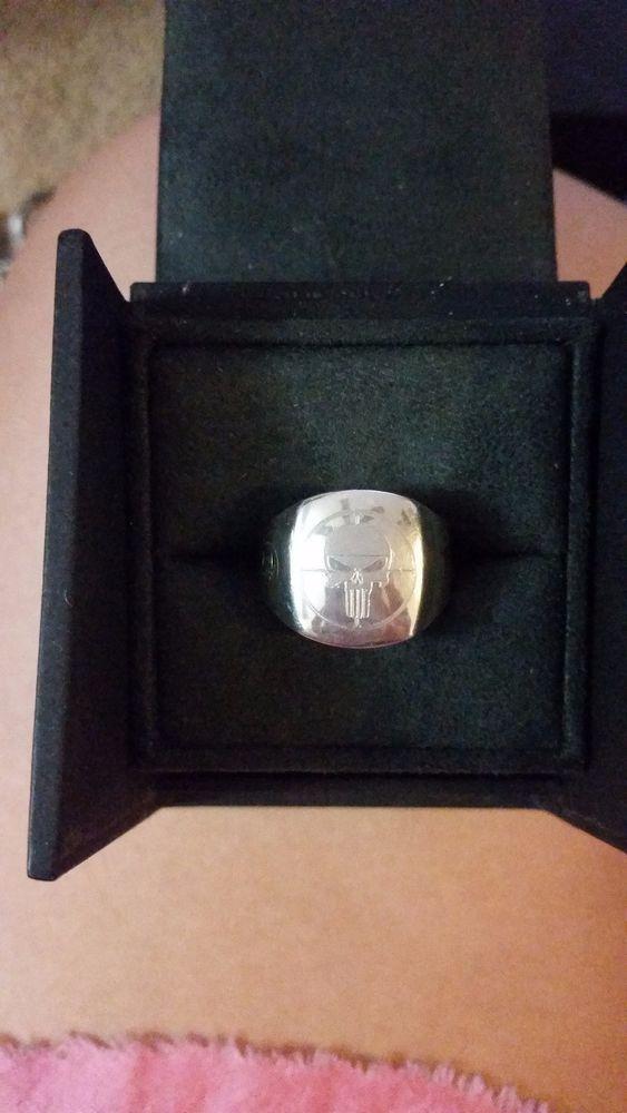 David Yurman Streamline Signet ring with Punisher symbol engraving #DavidYurman #Signet