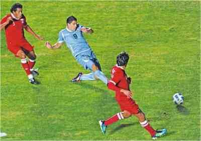 Peru 1 Uruguay 1 in 2011 in San Juan. Luis Suarez side foots home on 45 minutes in Group C at Copa America. 1-1.