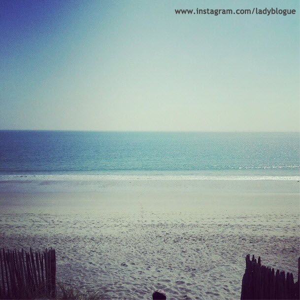 www.instagram.com/ladyblogue #bretagne #brittany #finistere #quimper #ladyblogue #beach #sand #see #blue