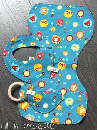 ensemble naissance comprenant un anneau de dentition, un bavoir d'épaule et un bandana.  Idéal pour offrir lors d'une naissance!   un bandana pour que bébé soit tout beau m - 13723925
