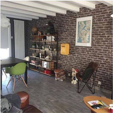   ❤ Coup de coeur pour la décoration  industriel de @backynoodle ! L'étagère en fer forgé, les chaises de couleurs primaires, les poutres apparentes, le mur de brique... un MIX AND MATCH au top ! Une véritable source d'inspiration ! (Psssst ... Papier peint effet brique dispo sur le site )  #bravo #onvalide #clicjedecore #home #homedeco #decor #homesweethome #inspiration #industriel #decoration #deco #instadeco #l4l #followme #papierpeint #bon week-end