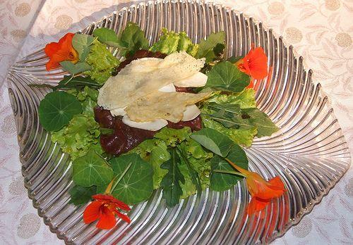Carpaccio di bresaola con porcini e parmigiano croccante