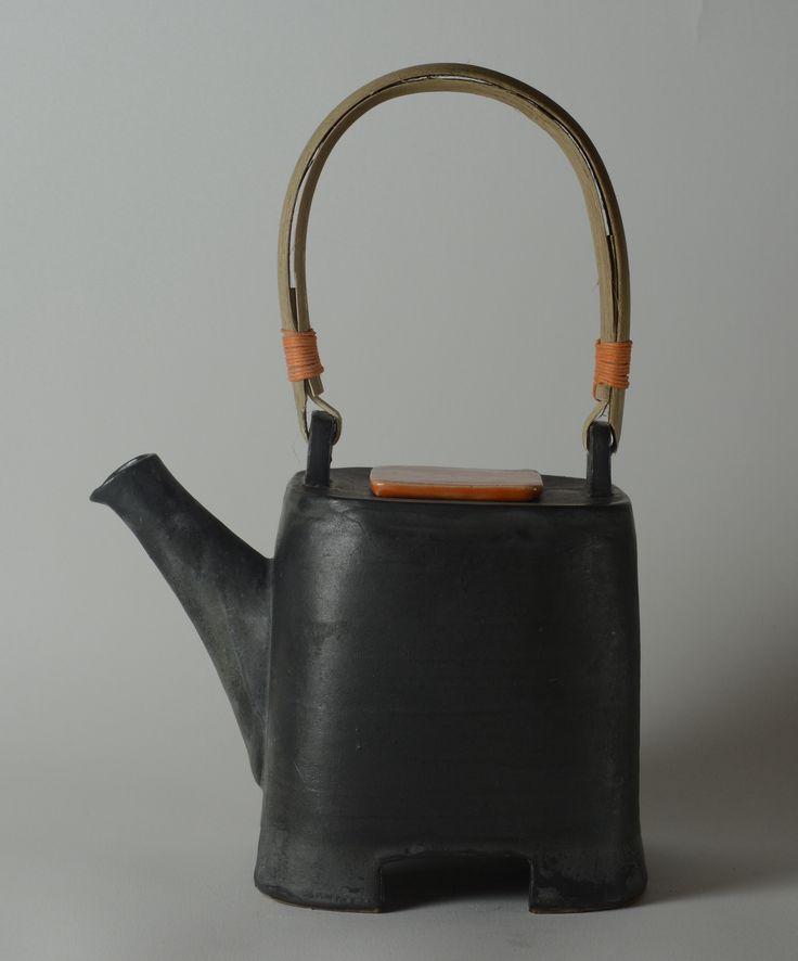 Tea pot with orange lid five cups