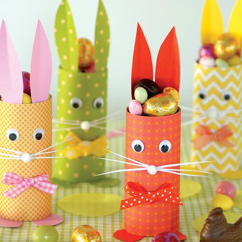 Des petits lapins rigolos!Du papier, du carton ... et hop on fabrique une famille de lapins.