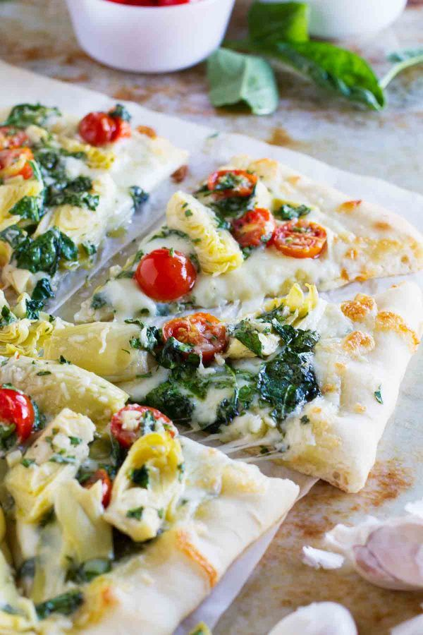 Artichoke lovers will fall in love with this Artichoke, Tomato and Spinach Pizza. It takes the classic spinach artichoke combination and turns it into an amazing pizza!: