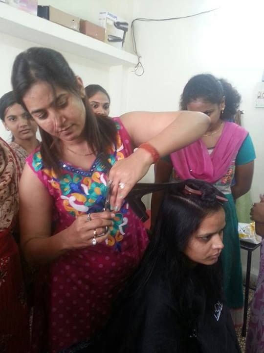 Hair cut saminar at  MIRROR SALON