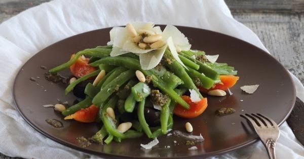 Ensalada de judias verdes con parmesano y piñones