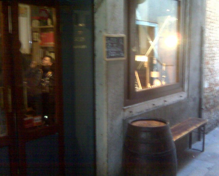 """""""Le Due Spade"""" Osteria in S. Matteo (Rialto area) in Venice - make sure you look well for it as it is quite hidden in the little calles around Rialto bridge"""