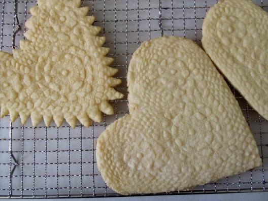 lace embossed cookies