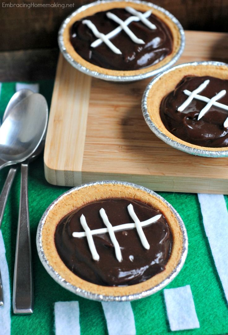 Football Pudding Pies - so cute! My kids would love this for a snack while watching the game.  Who am I kidding? I would too!!
