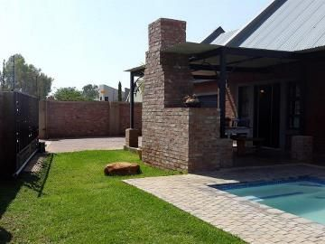 This home in mooivallei offers 3 bedrooms, 2 bathrooms, with an open plan lounge and kitchen, covered braai area with a pool and garden. This home is very modern and neat. Call today to make an appointment.