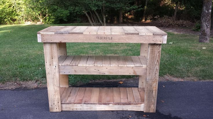 Awesome Pallet TV Stand/Entertainment Center  #diy #entertainmentunit #livingroom #pallettvstand #pdf #recyclingwoodpallets #tutorial I started this project thinking it was gonna be easy breezy. Then I soon found out; IT WAS NOT!
