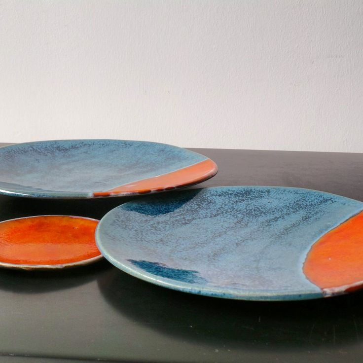 Mavi turuncu geometrik desenli dekoratif seramik tabaklar