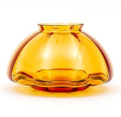 Amber glazen vaas met vertikaal optiek, ontwerp A.D.Copier ca.1938, uitvoering Glasfabriek Leerdam