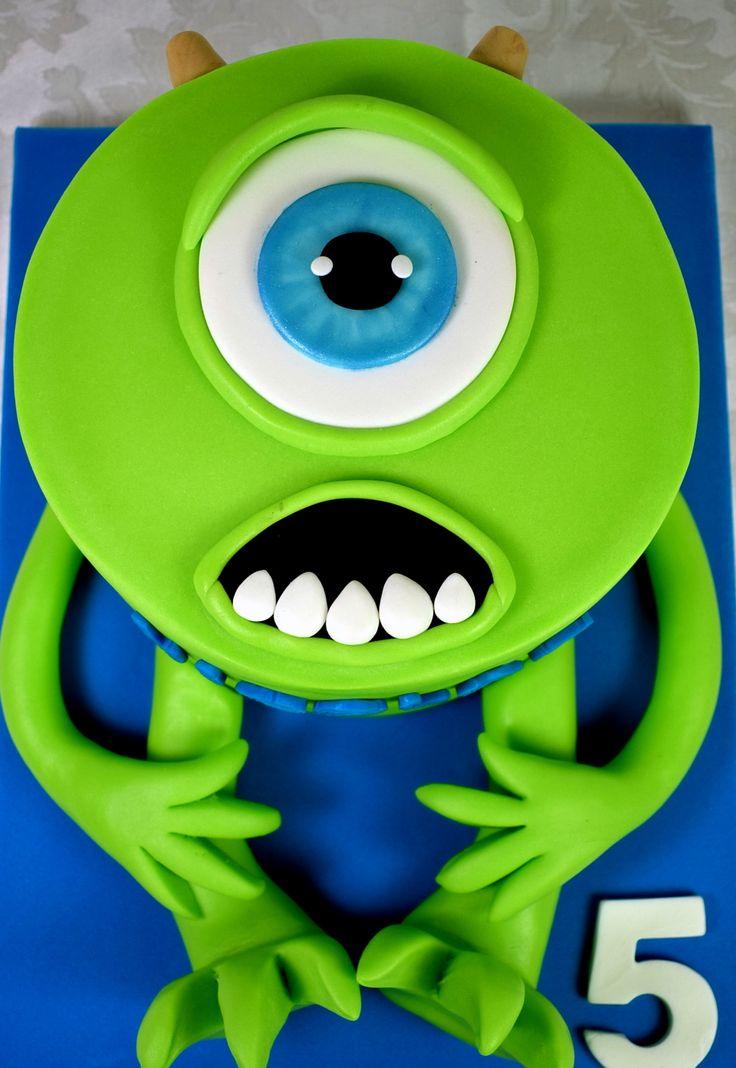 Un monstruo redondo con un solo ojo...? Muy amigo de Sulley y romanticón empedernido enamorado de Celia? .#MikeWazowski #monstruossa #pixar #instacake #instagramer #instagrames #tartascumpleaños #tartasdecine #tartaspersonalizadas #tartastradicionales #tartasfondantvalencia #modeladosfondant #tartastalladas #tartasalacarta #tartasalacartavalencia