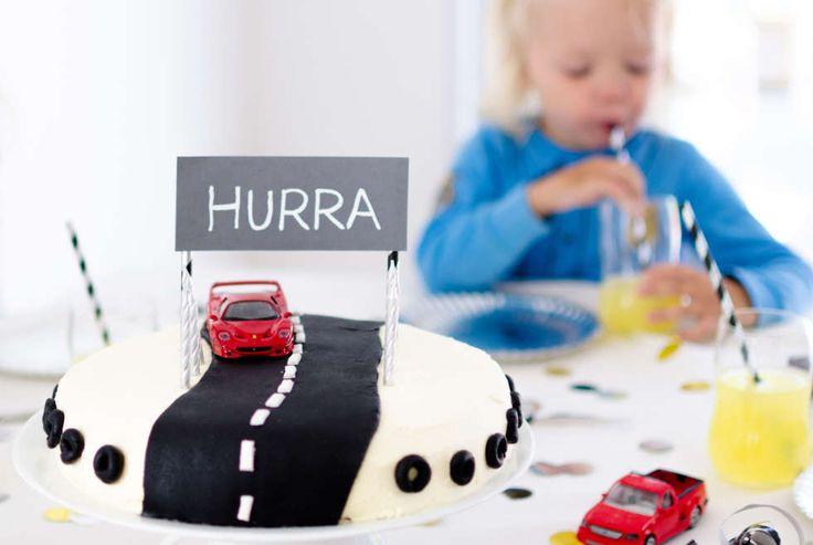 KAKE TIL BARNEBURSDAG: Er barnet glad i biler? Denne kule bløtkaken til barnebursdagen er en sikker vinner. FOTO: Tanja Reine.