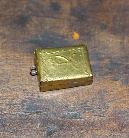 Rare Djinn box amulet: Islamic protection box with vintage spell book inside