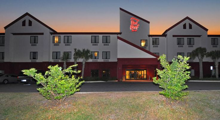 Red Roof Inn Panama City Panama City Conveniently situated 1.6 km south of the centre of Panama City, Florida, this contemporary hotel offers convenient amenities and comfortable guestrooms 8 km from the Panama City-Bay Country International Airport.