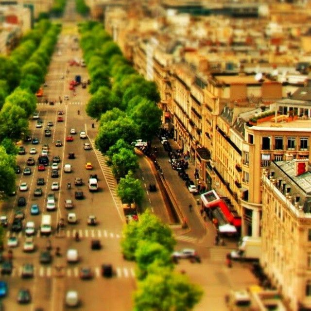 tilt shift paris (series) - avenue de la grande armee  _________________________________  #tiltshift #paris #parisjetaime #photography #snapseed #miniature #selectivefocus #effect #tiltshiftparisseries #series #tiltshiftparis
