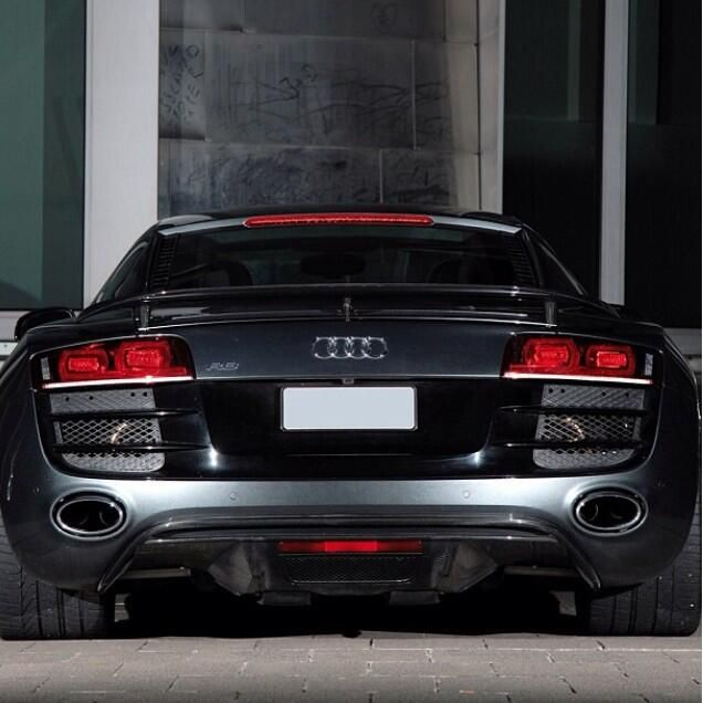 Audi R8, the back