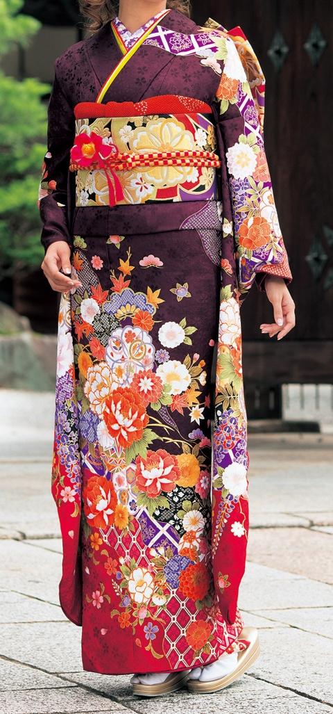 Thanks days 【小物合せのポイント】帯締め、帯揚げの色は着物の中のどれか1点を基本にすると自然に目に映ります。この場合中の朱色そして半衿は紫色の刺繍が映ります。
