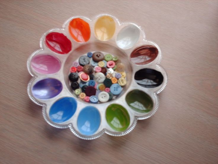 Homemade Montessori: color sorting activity made from a cheap deviled egg tray.  Paint the egg cups with the colors of the color wheel and dig into your button collection or buy a big bag of mixed buttons in bright colors at Joanne Fabrics for not much money.