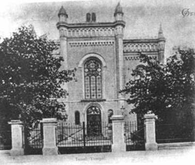 Novodobá synagoga, postavená vroce 1876 vnovorománském slohu, stávala na nároží ulic Mostecká a Karla Buriana.