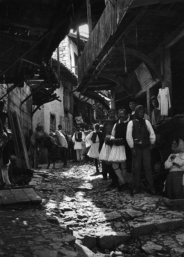 Φωτογραφία του Fred Boissonnas. Ανδρίτσαινα, 1903.  Photo by Fred Boissonnas. Arcadia, Andritsena 1903.