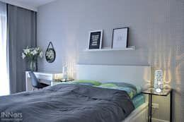 Dormitorios de estilo escandinavo de INNers - architektura wnętrza