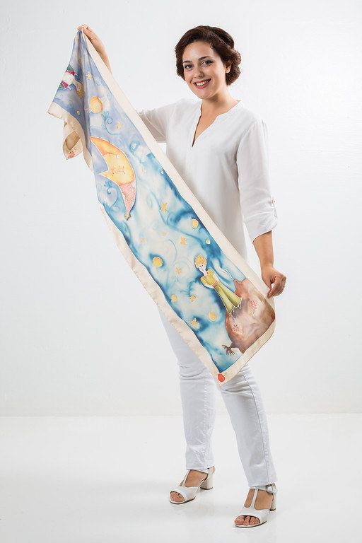 The little prince scarf. Le petit prince shawl. Book by SEscarves