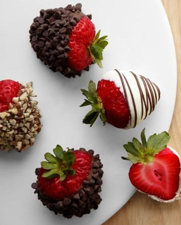 I want strawberries everywhere at my wedding :) Chocolate Covered Strawberries Recipe