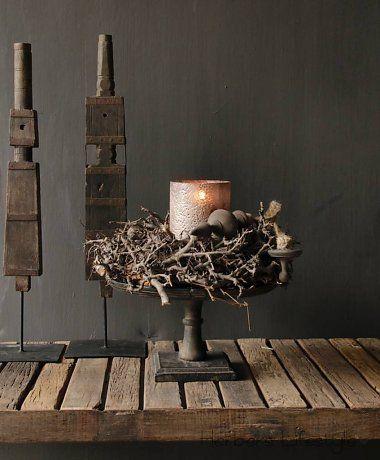 Donker houten schaal op voet (candels design)