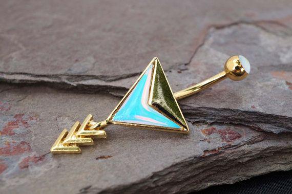 14kt or nombril anneau Chevron flèche par MidnightsMojo sur Etsy