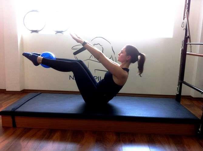 Pilates em casa: veja sequência de exercícios e redesenhe as curvas - Terra Brasil