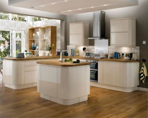 Gloss Cream Integrated Handle - A gloss cream door with an integrated linear pull handle. This range includes curved units and decorative accessories. Match solid oak block worktop with solid oak flooring to complete the clean contemporary look.