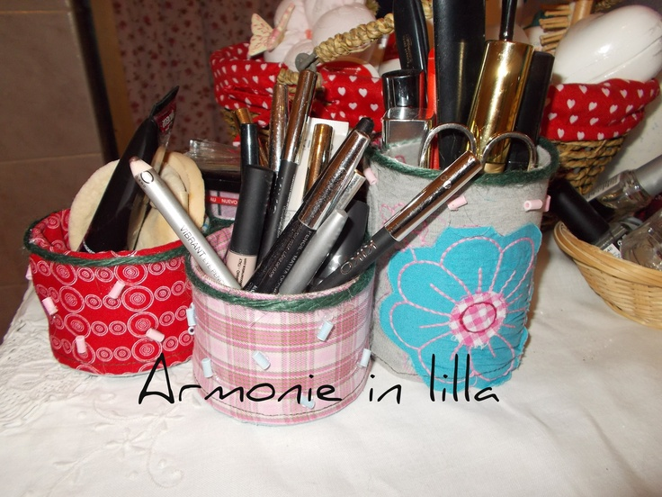 Portatrucchi con riciclo Hands makeups with I recycle