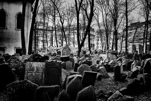 El zoco de Lakkmanda: Una noche en el cementerio / 02