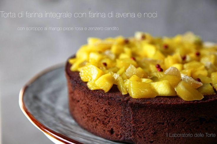 Torta di farina integrale con mango e pepe rosa