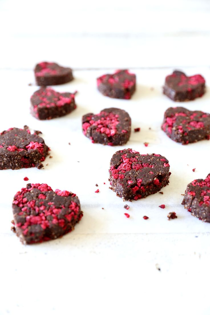 These raw chocolate and raspberry brownies are packed full of nutrients which makes them taste even more amazing! Made from a base of brazil nuts & avocado..