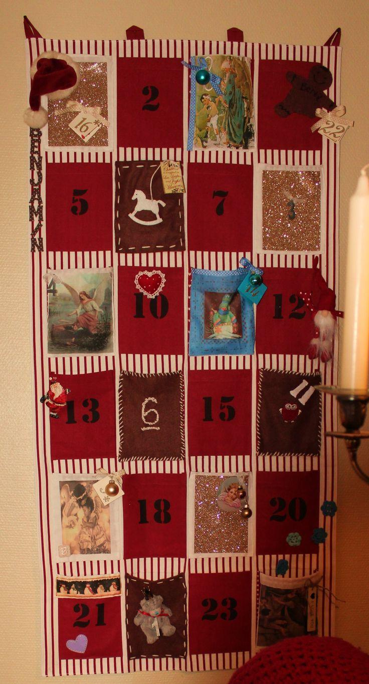 adventskalender med lommer til gavene. hadde en stripete kjedelig rød å hvit kalender fra princess liggende, byttet bare ut halvparten av lommene og festet litt pynt jeg hadde liggende, slik at hun fikk en unik kalender til sin lille prins.