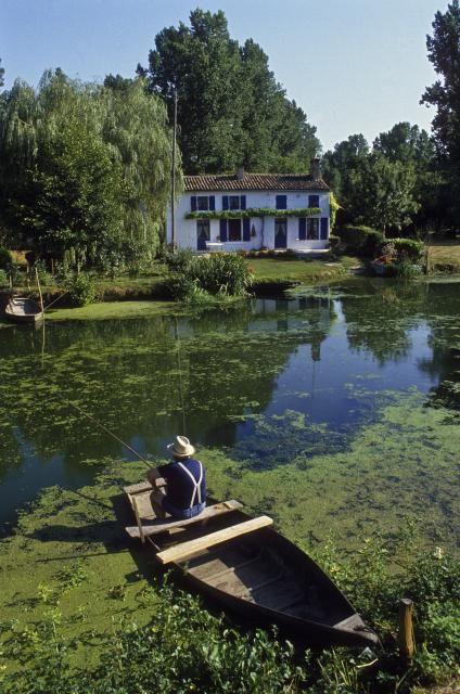 Journée pêche en plein cœur du Marais Poitevin | Charente-Maritime Tourisme #charentemaritime | #maraispoitevin | #parcrégional
